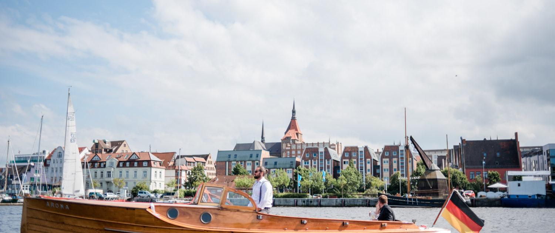 Hochzeitsboot im Stadthafen