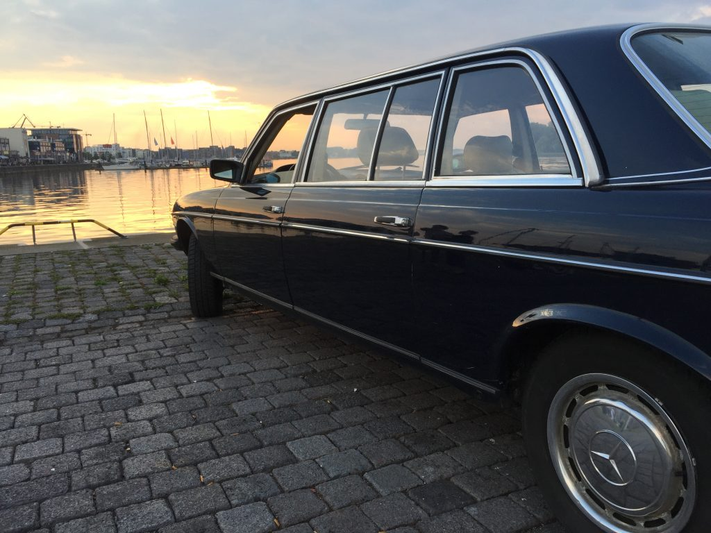 Mercedes-Benz Oldtimer Limousine (W123) in Rostock