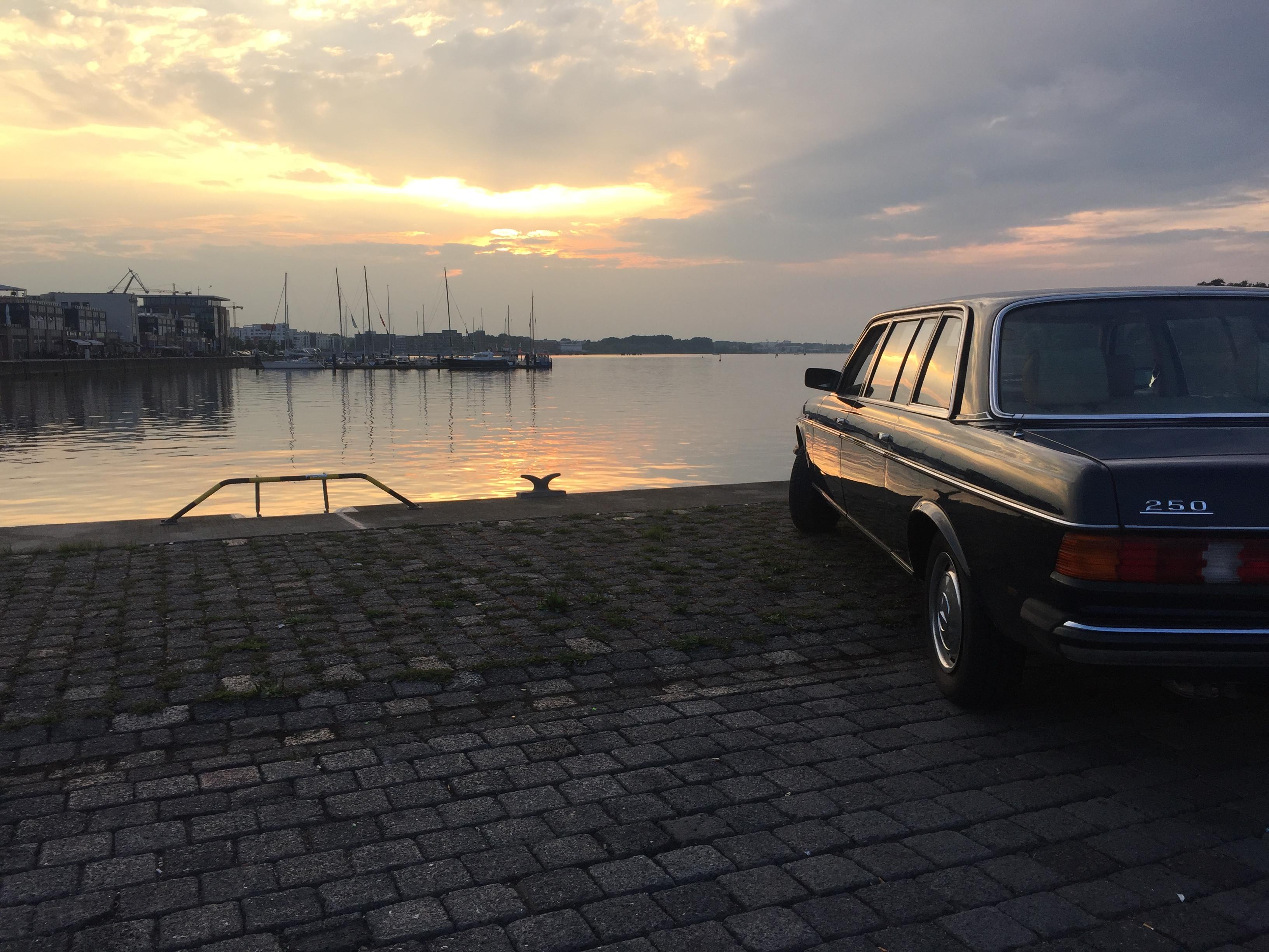 Mercedes-Benz Limousine im Stadthafen